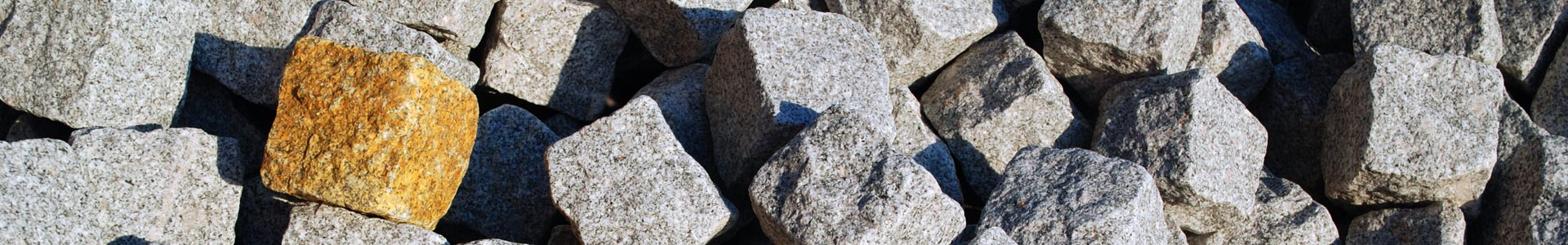 Oporniki granitowe cięte i cięto łupane