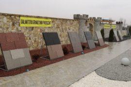 Elementy z kolorowych granitów
